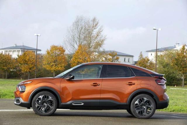 2020 - [Citroën] C4 III [C41] - Page 32 A2-AC6-A26-87-DF-4-AED-9-F74-C08-E5-A8-AD301