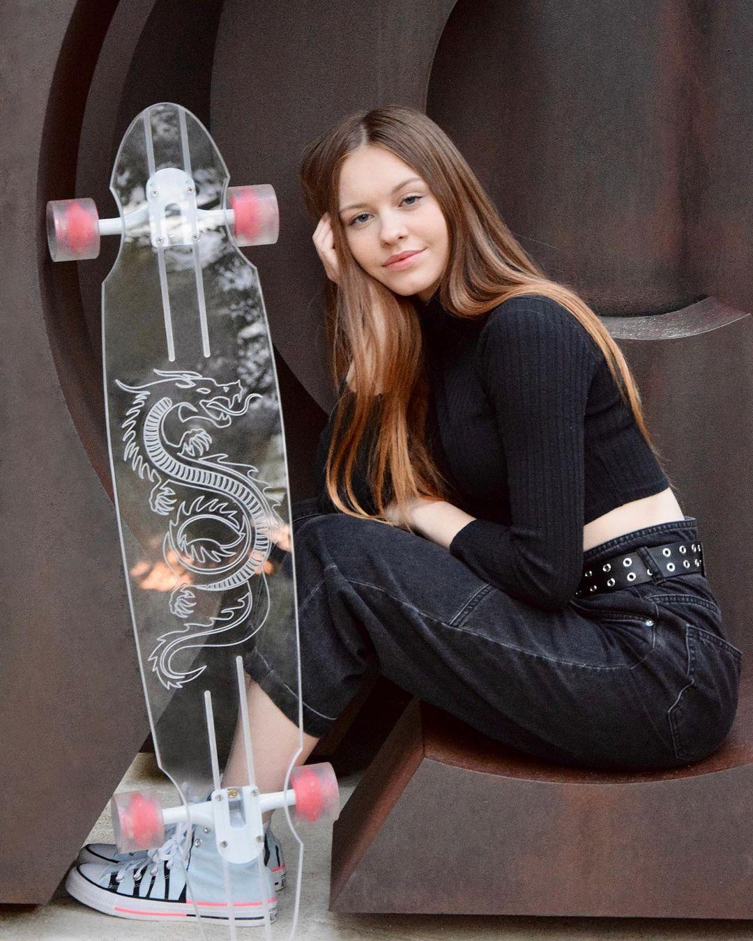 Klaudia-Nicole-Pietras-Wallpapers-Insta-Fit-Bio-21