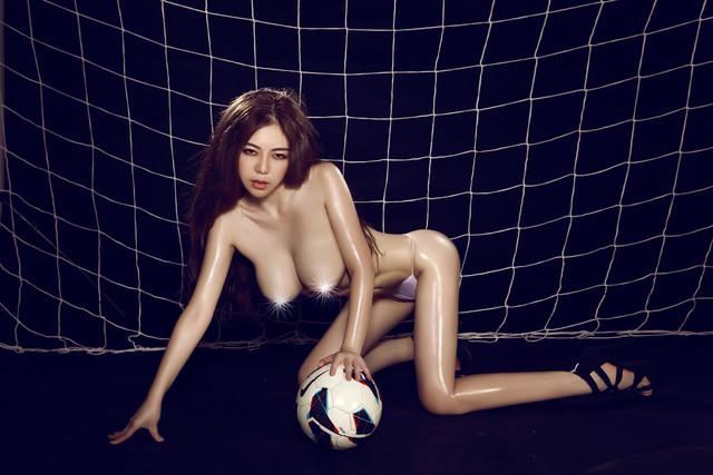 Foto Bogil Cewek Kiper Sexy Montok di Lapangan