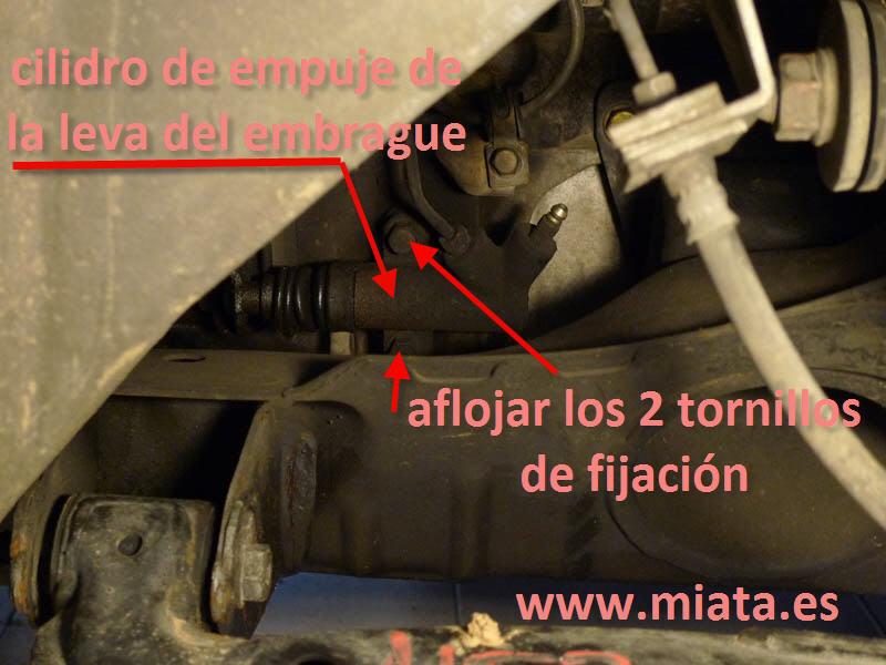 TUTORIAL DE COMO CAMBIAR EL EMPUJADOR HIDRAULICO DE LA LEVA DEL EMBRAGUE DEL MX-5/MIATA. 005