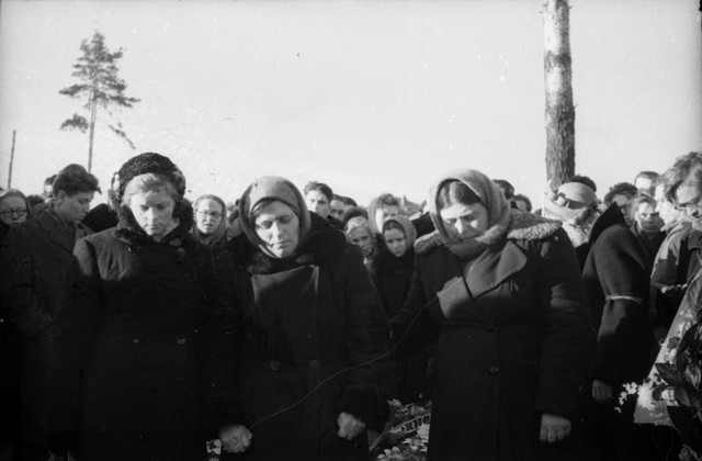 Dyatlov pass funerals 9 march 1959 30.jpg