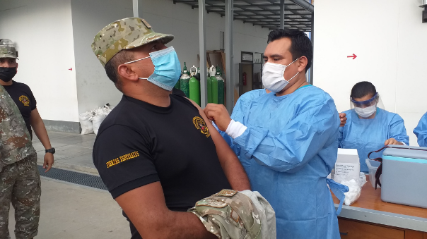 militares-de-tocache-fueron-vacunados-contra-el-covid-19