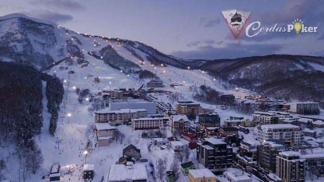 10 Tempat Destinasi Bersalju di Asia untuk Main Ski
