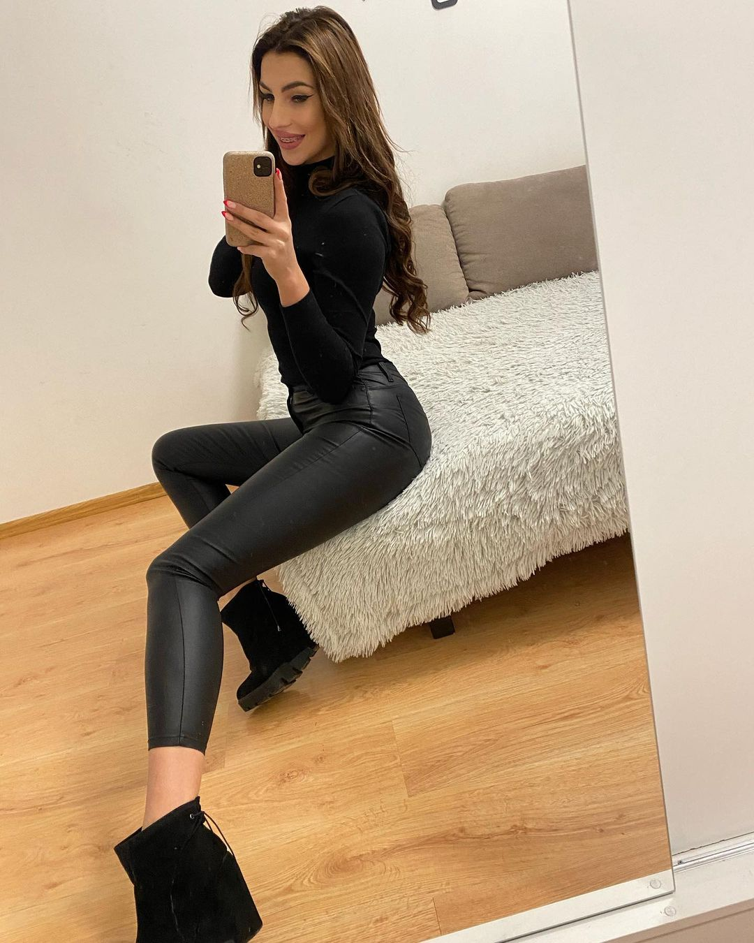 Adrianna-Gotowicka-Wallpapers-Insta-Fit-Bio-2