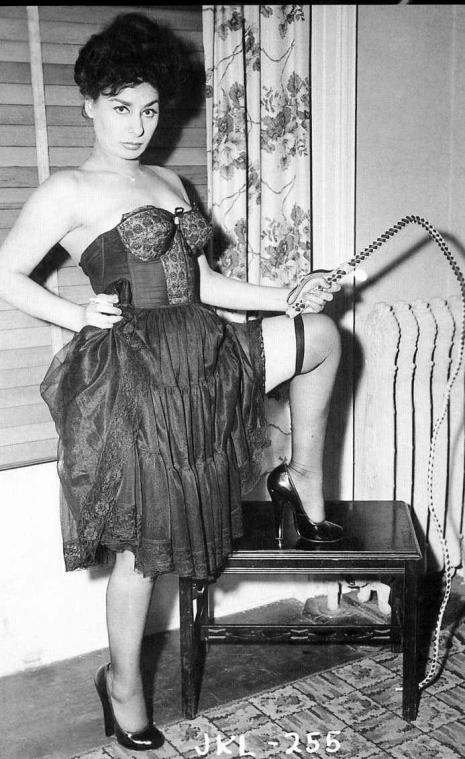 female-domination-vintage-photograph-l-465-759-int