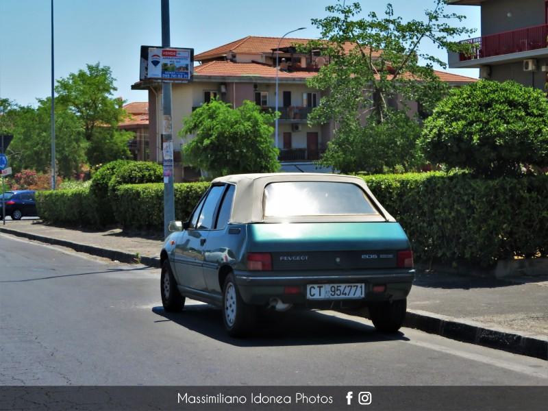 avvistamenti auto storiche - Pagina 29 Peugeot-205-Cabriolet-Roland-Garros-1-4-83cv-91-CT954771-58-366-4-9-2017-1