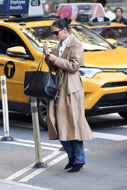 Katie-Holmes-goes-for-a-walk-this-morning-in-New-York-City-Pictured-Katie-Holmes-Ref-SPL5123618-2110
