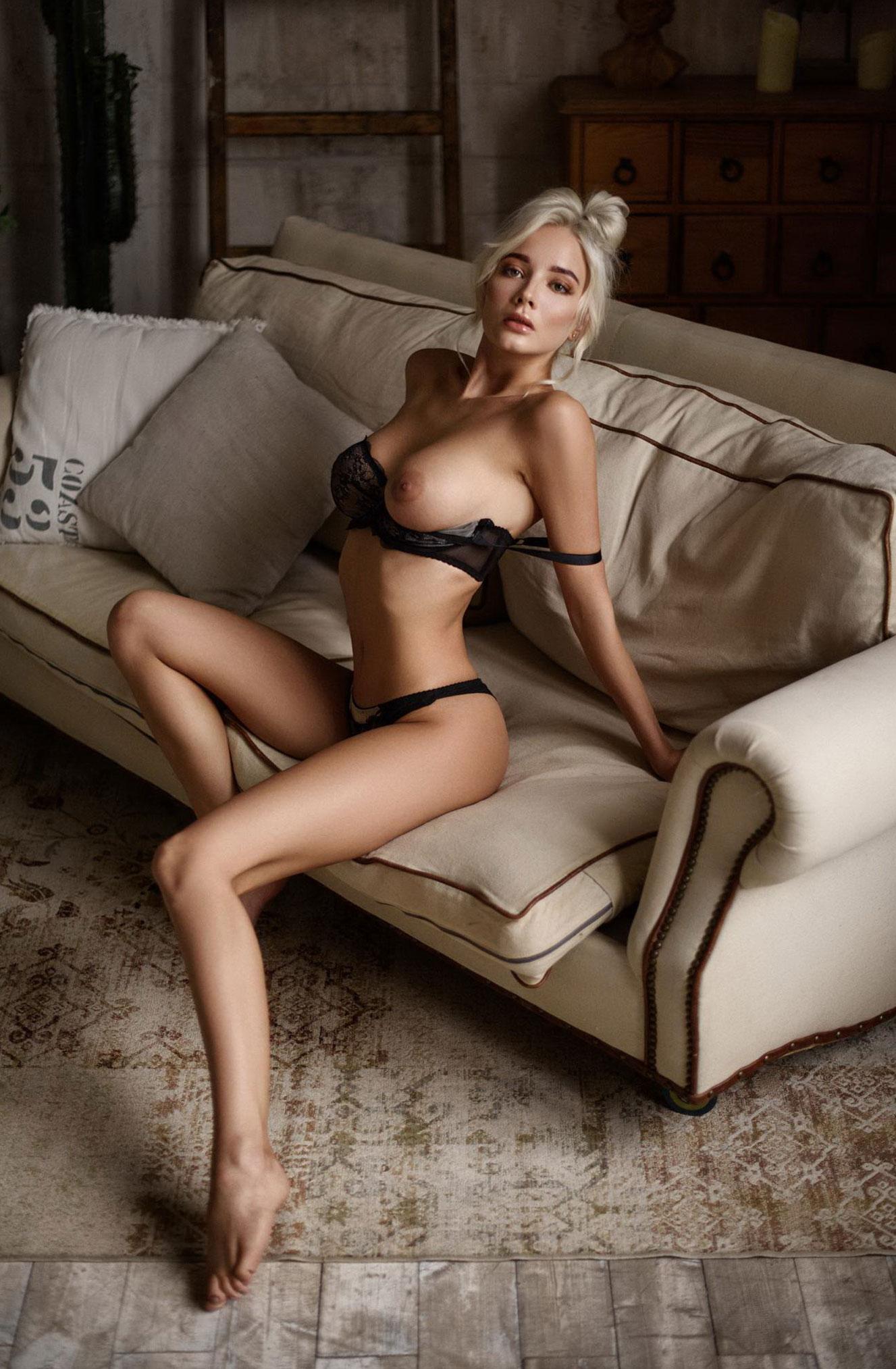 Екатерина Ширяева - голая, но в галстуке / фото 06