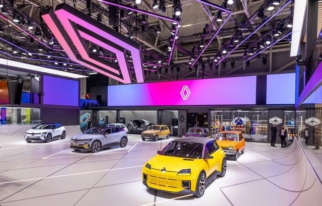 La Renault 5Prototype rencontre ses aïeules au salon de l'automobile de Munich Salon-IAA-de-Munich-2021-Renault-5-Prototype-et-Renault-5-2
