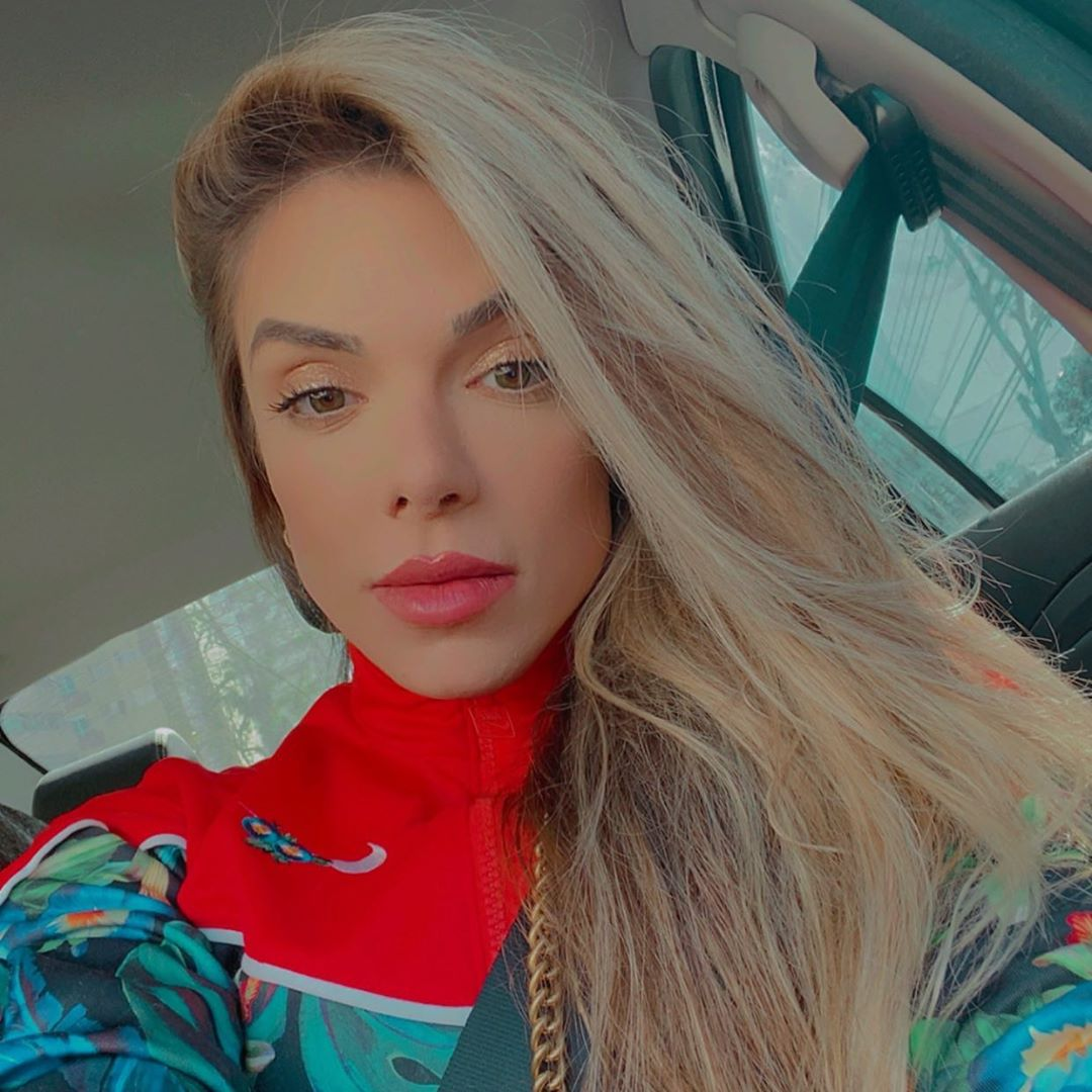 Roberta-Zuniga-Wallpapers-Insta-Fit-Bio-4