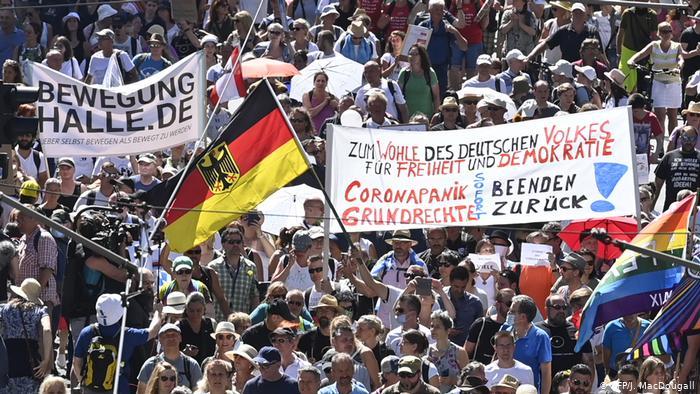 POLITIČARI BURNO REAGOVALI NAZIVAJUĆI IH 'COVID-IDIOTIMA'! Masovni protest protiv korona-mjera u Berlinu pod sloganom Hitlerovog omiljenog filma 'Dan slobode'