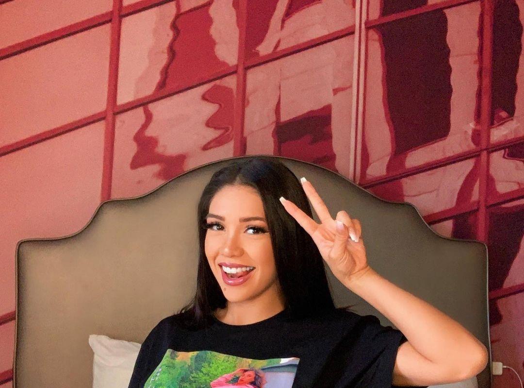 Alyshia-Barragan-Wallpapers-Insta-Fit-Bio-8