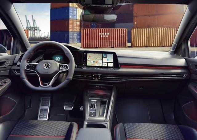 Célébration de l'anniversaire d'une icône : Volkswagen lance la Golf GTI Clubsport 45 sur le marché DB2021-AU00048large