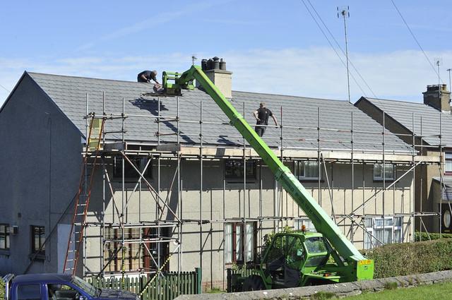https://i.ibb.co/xJzjngW/kingston-roofers-on-the-job-1.jpg