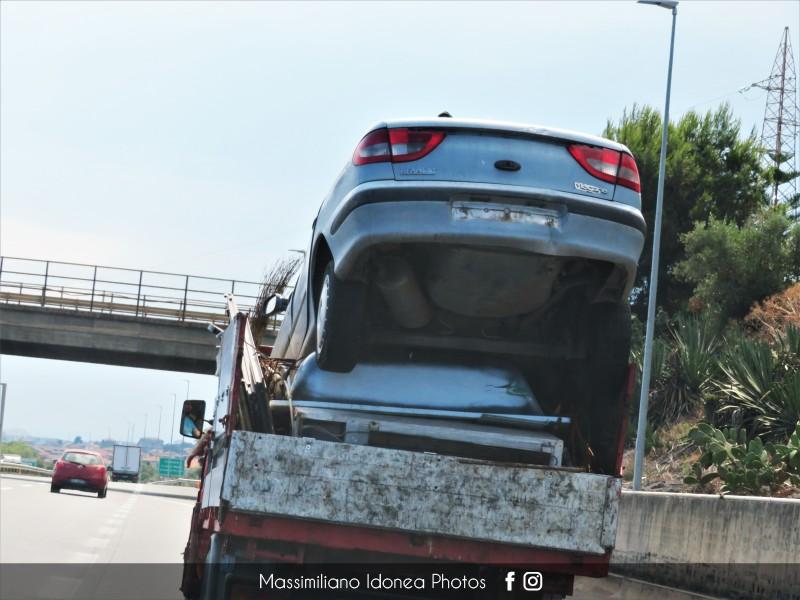 Auto Abbandonate - Pagina 15 Renault-Megane-Classic
