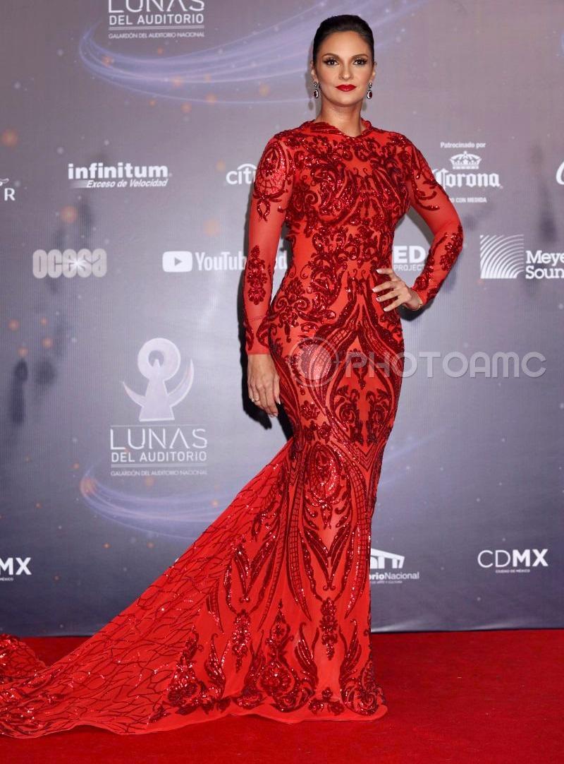 Najlepša haljina crvenog tepiha - Page 16 1-Mariana-Seoane