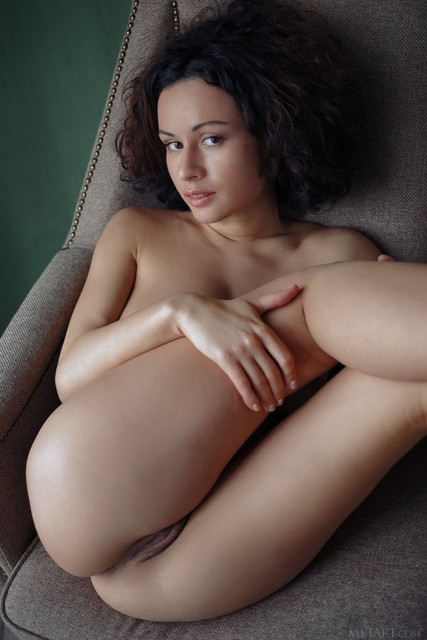 smoking-hot-busty-bombshell-pammie-lee-exposes-her-hairy-tight-muff-11