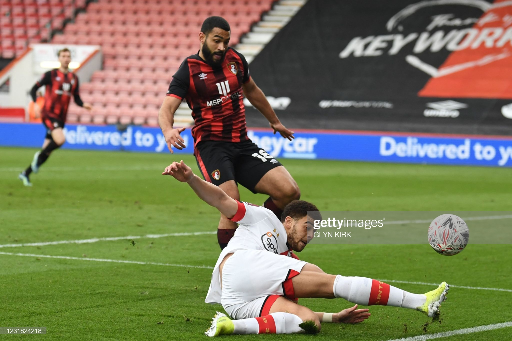 [Image: Bournemouth-s-Cameron-Carter-Vickers-L-v...ring-t.jpg]