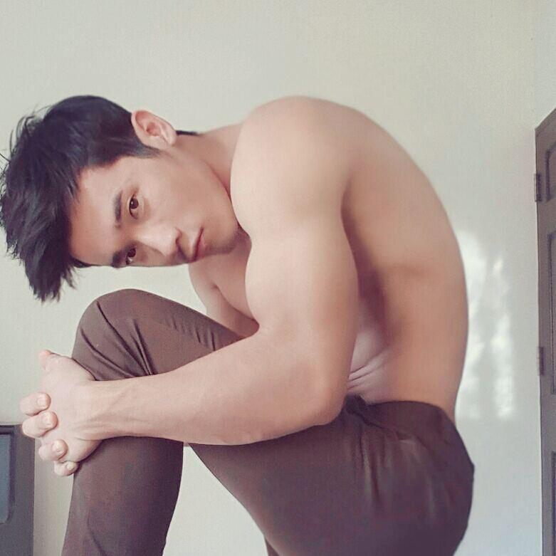 Jay Wang Zhou, chàng mẫu gym 6 múi nóng bỏng