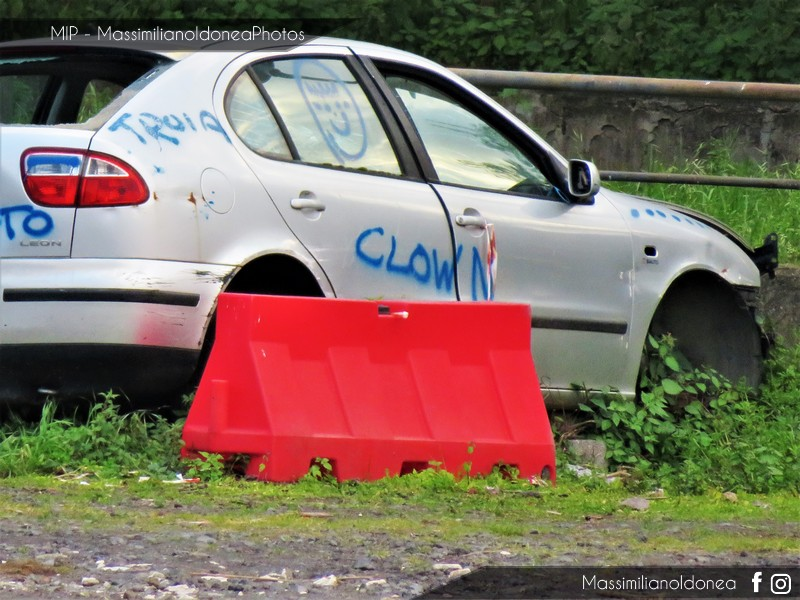 Auto Abbandonate - Pagina 11 Seat-Leon-1-6-101cv-00-BL257-MT-4