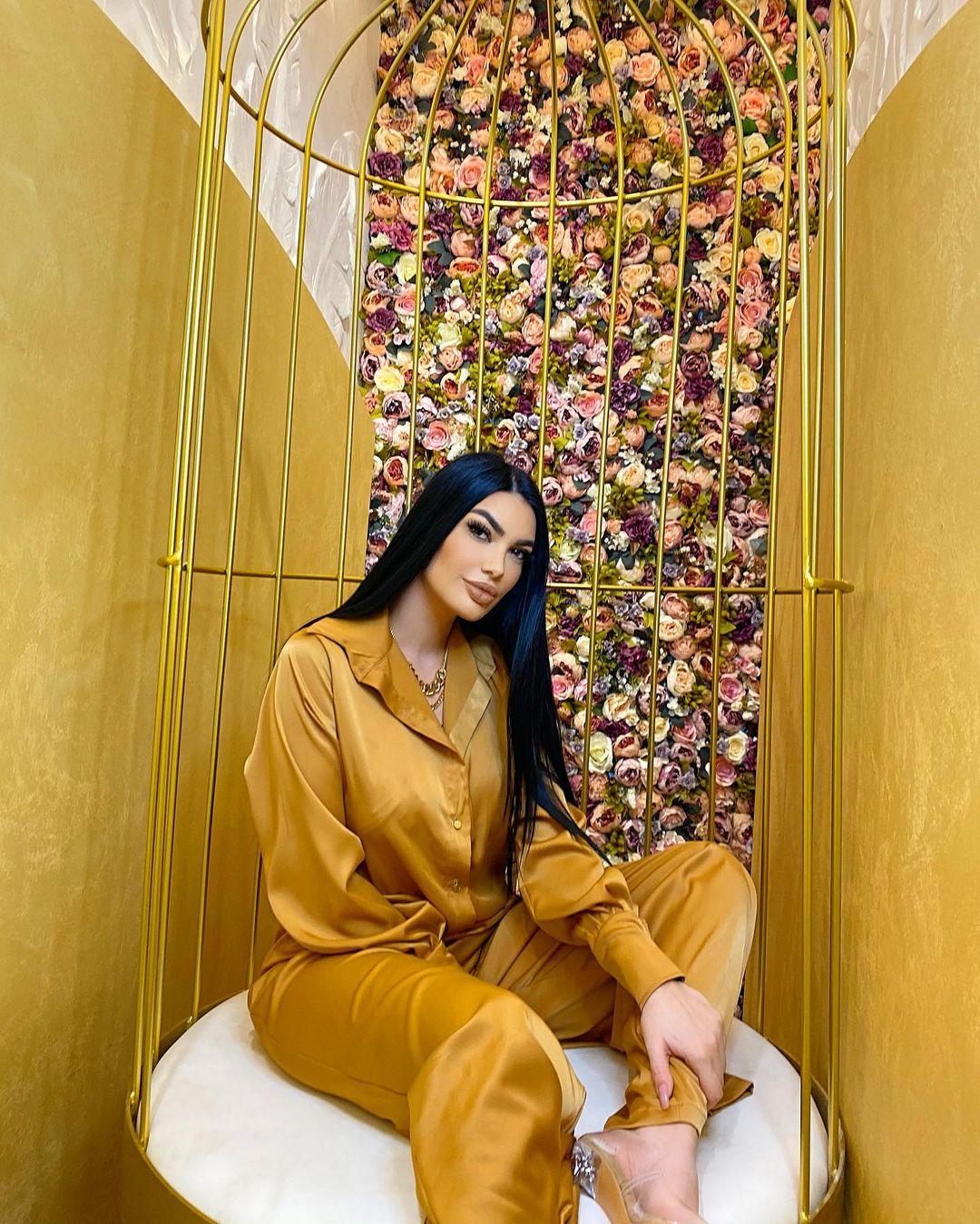 Zaimina-Vasjari-Wallpapers-Insta-Fit-Bio-4