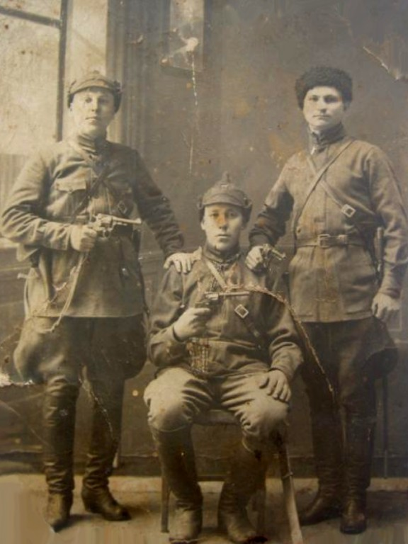 Soldiers of the Russian tsarist army with a revolver Nagant