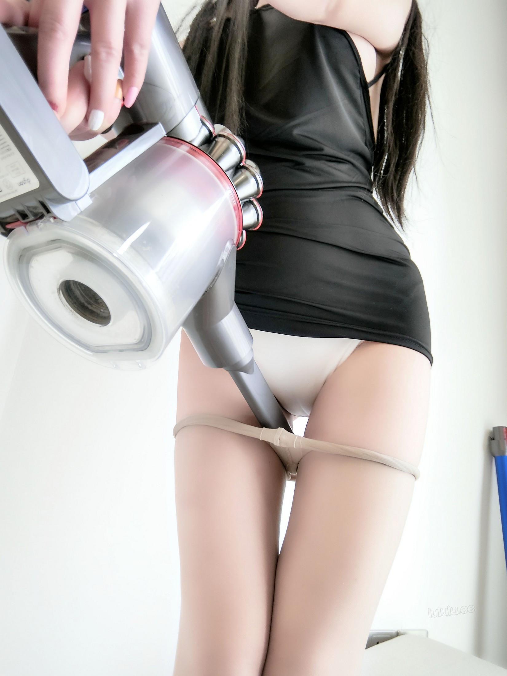 [cosplay] MaSusu - Sexy black skirt cleaning 009