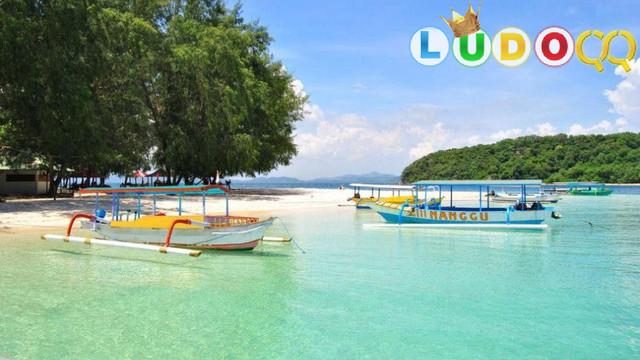 10 Tempat Wisata Terbaik di Indonesia yang Mendunia Alamnya Indah