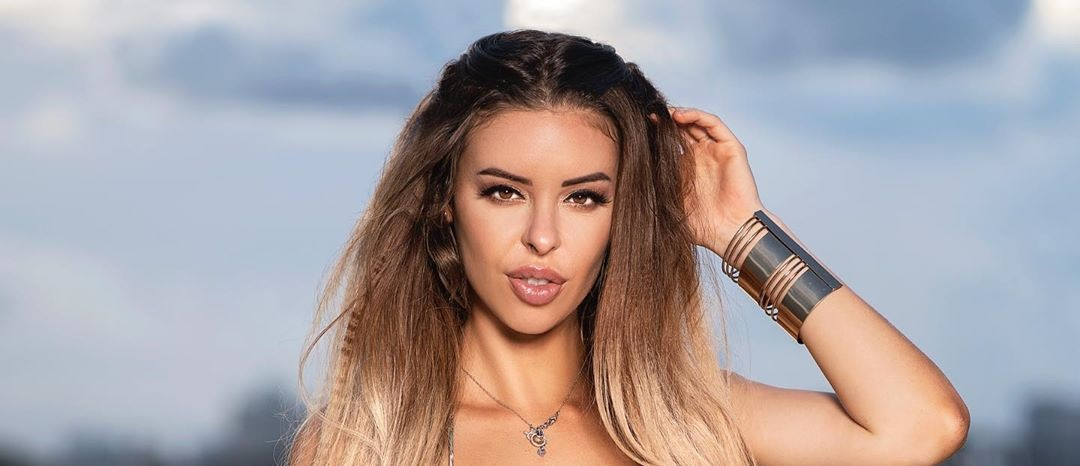 Stefani-Rodriguez-Wallpapers-Insta-Fit-Bio-4