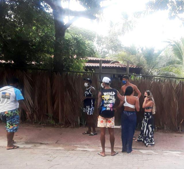 Bruno-Henrique-e-Rodinei-e-Gustavo-Henrique-em-Praia-do-Forte-Bahia-2021-foto-Reproducao-Instagram-2