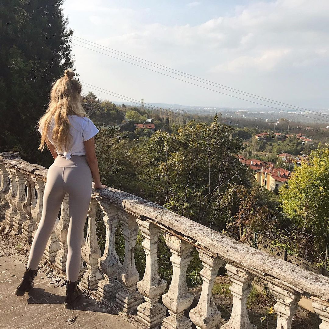 Seher-Sever-Wallpapers-Insta-Fit-Bio-5