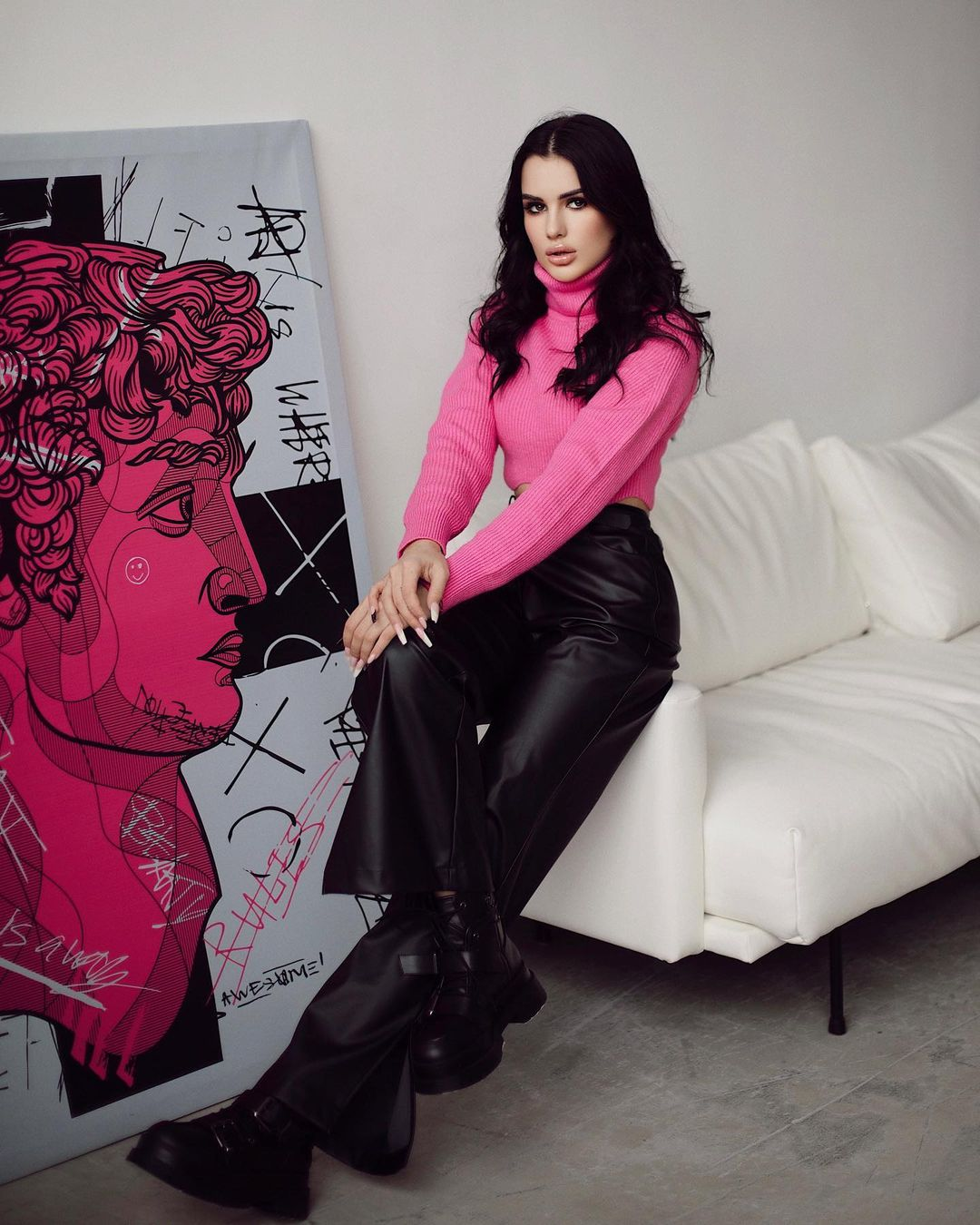 Karina-Arakelyan-Wallpapers-Insta-Fit-Bio-9