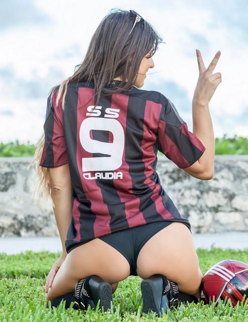 Italian-referee-Claudia-Romani
