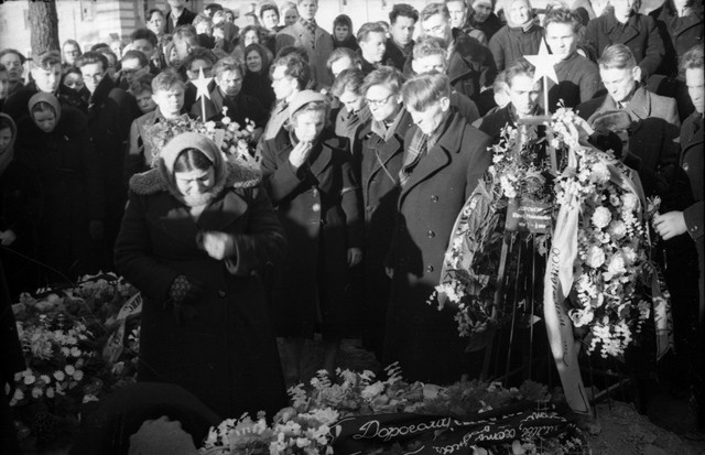 Dyatlov pass funerals 9 march 1959 31.jpg