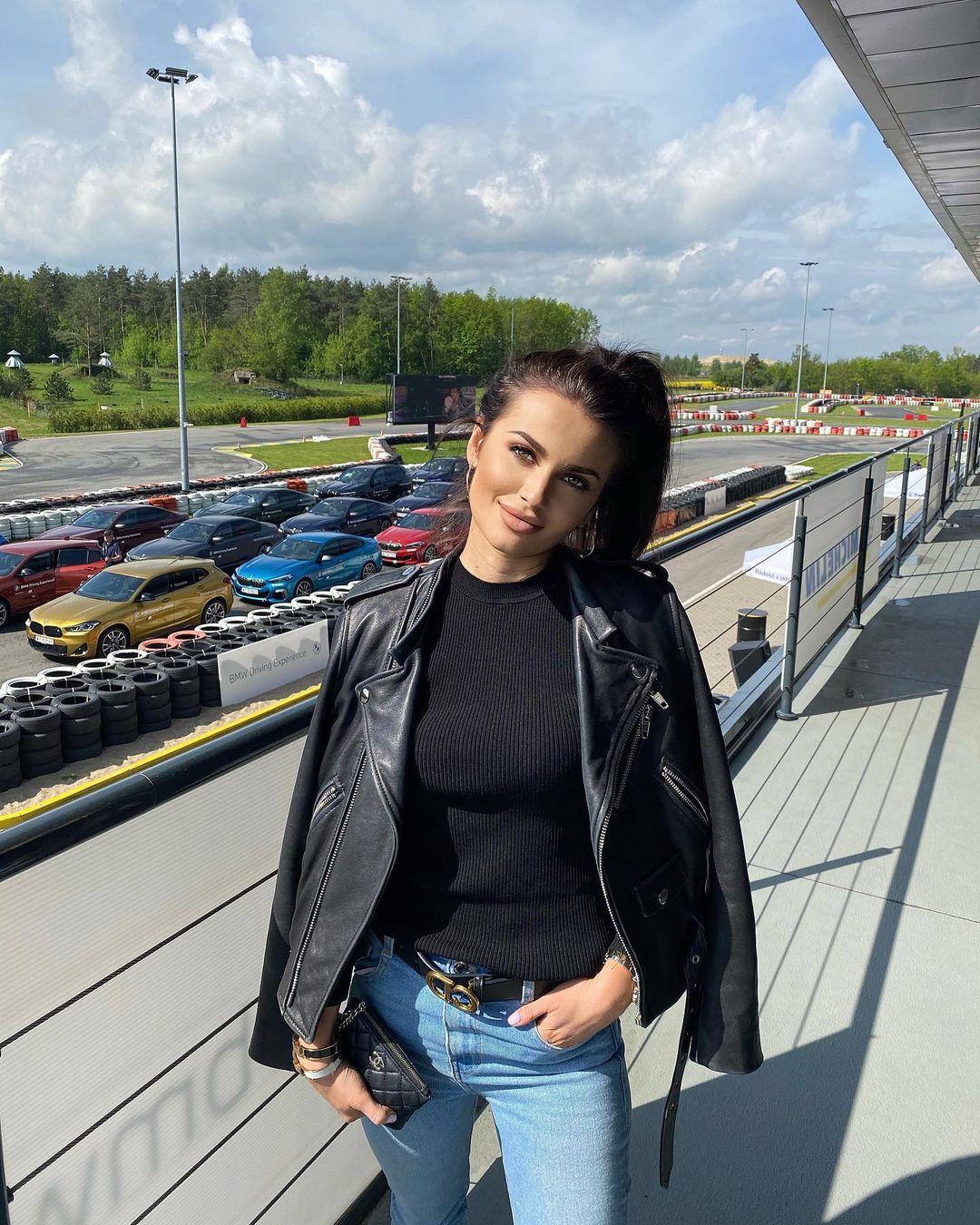 Paulina-Mai-Wallpapers-Insta-Fit-Bio-1