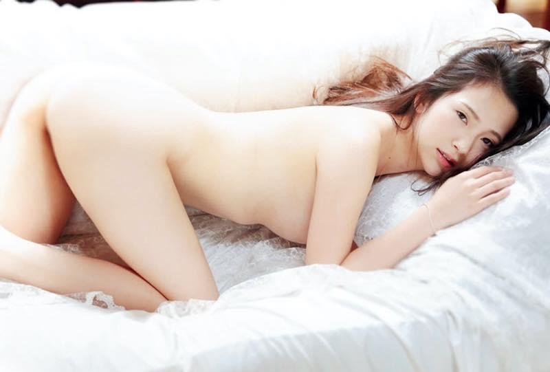 Machiyama-Miho-First-Nude-008