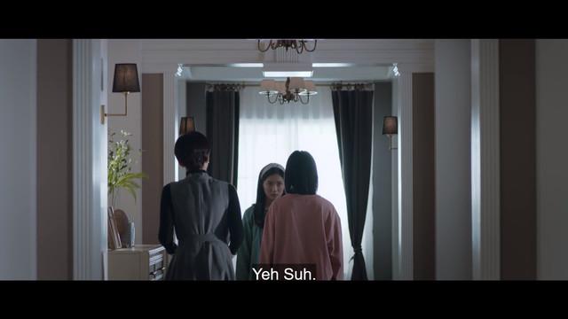 Han Suh Jin memergoki Kang Yeh Suh dan Kim Hye Na tengah bertengkar.