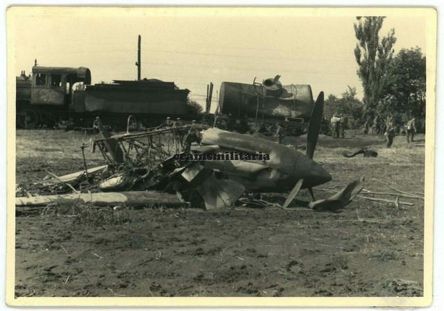 Orig-Foto-Flugzeug-Wrack-Iljuschin-Il-2-Dampflok-Lokomotive