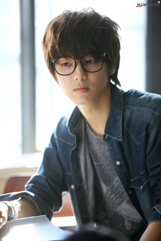 Kang Min Hyuk di awal karier