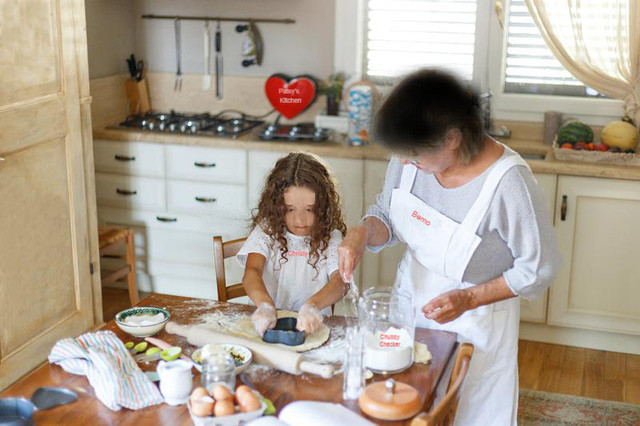 little-girl-and-gramma-baking-best-1