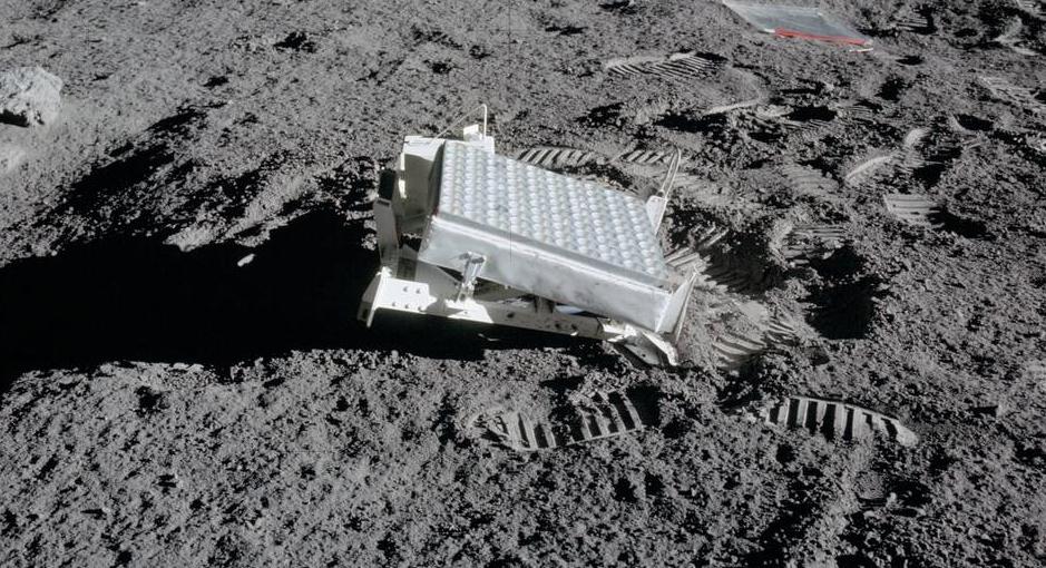 Finalmente riflesso primo segnale laser dall'orbita lunare (NASA).