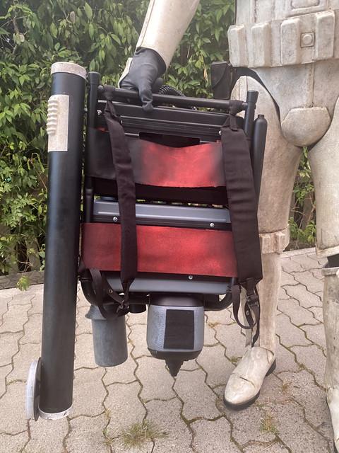 backpack-back.jpg