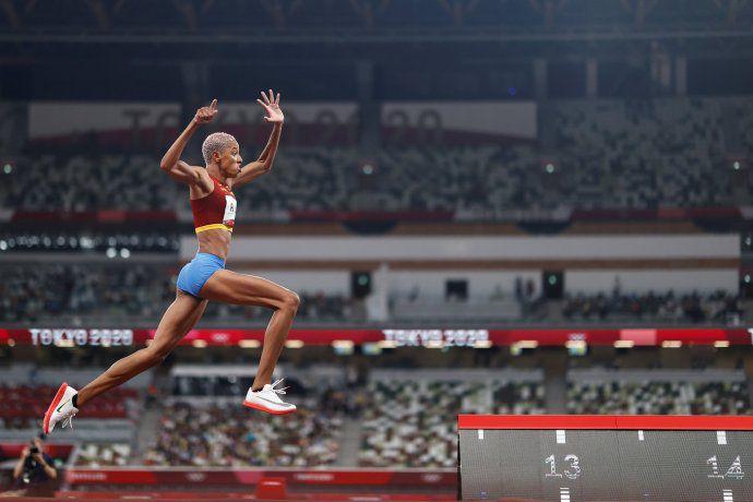 (Vìdeo) Yulimar Rojas gana la dorada con nuevo récord mundial en salto triple y es la primera mujer venezolana campeona