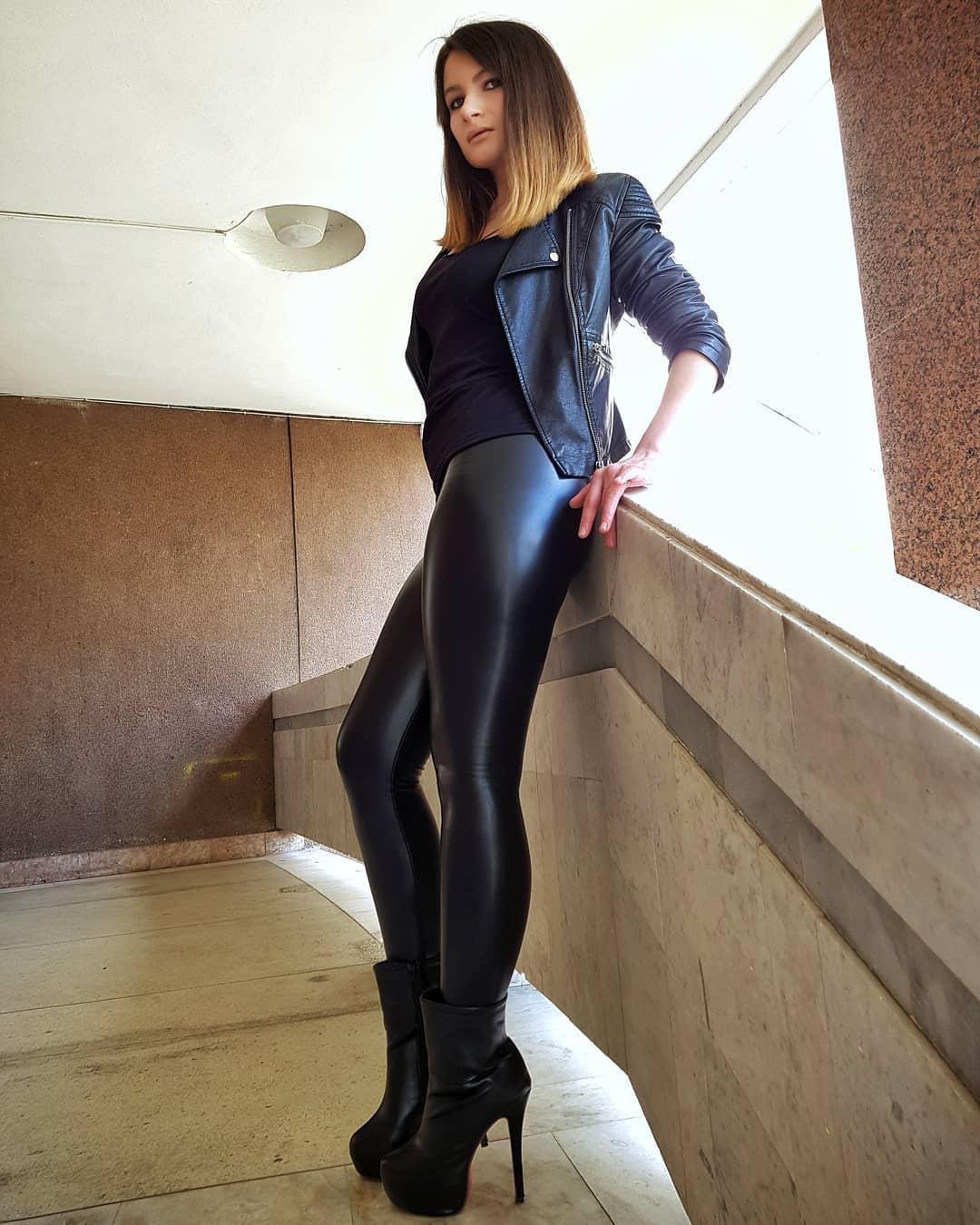 Olga-Madych-Wallpapers-Insta-Fit-Bio-10