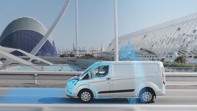 Pour un air plus pur en ville, près des écoles et des aires de jeux : Ford introduit le mode électrique automatique Geofencing