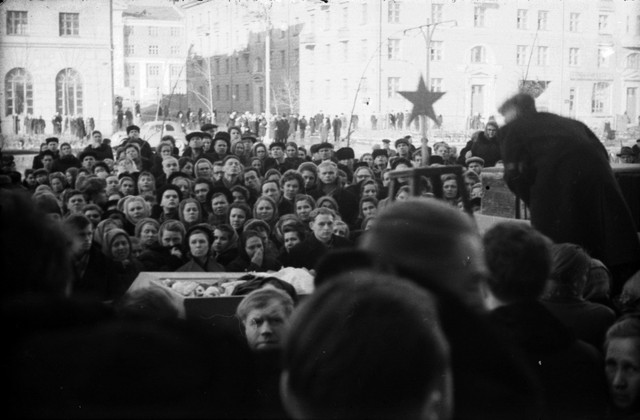 Dyatlov pass funerals 9 march 1959 06.jpg