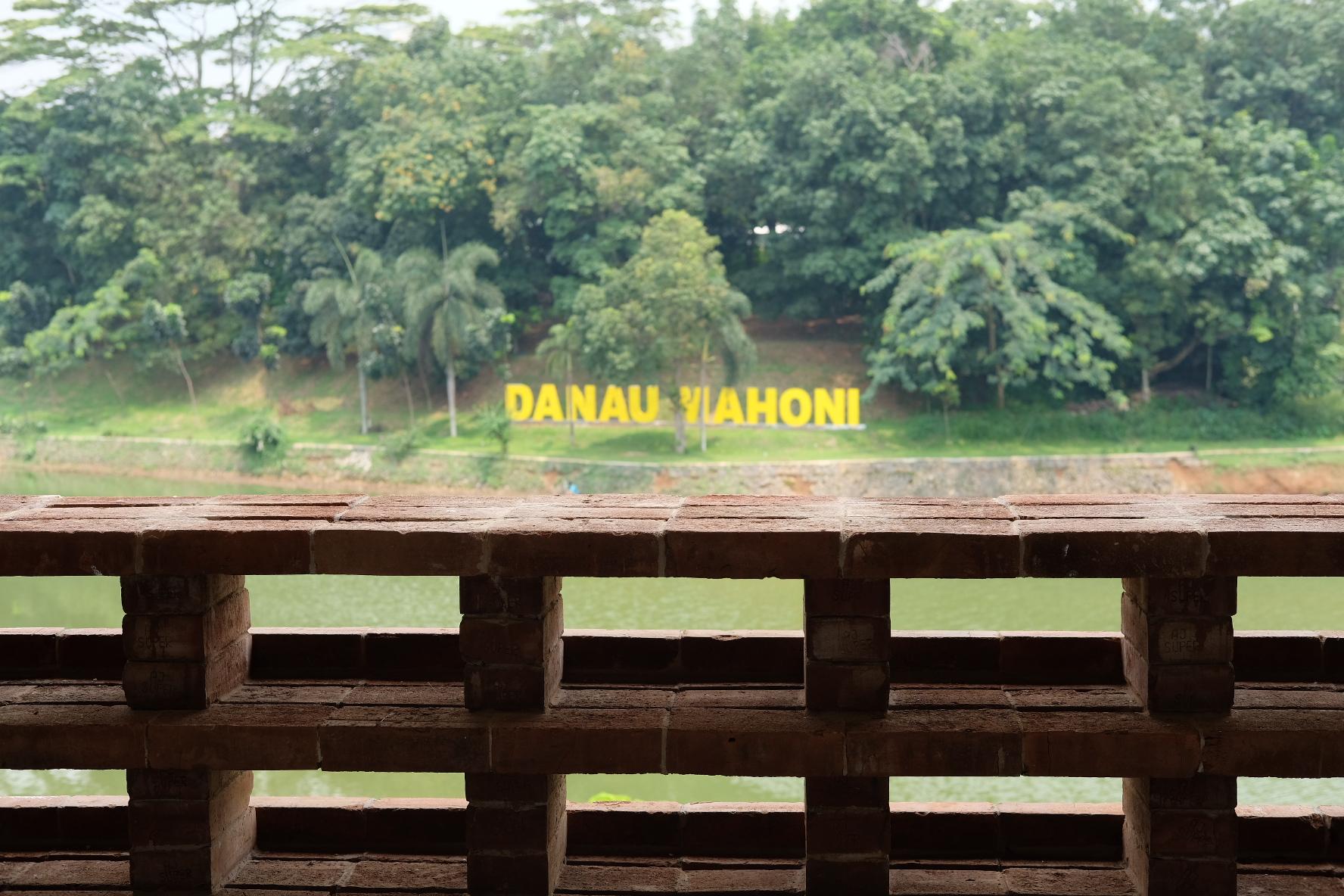 Pemandangan Danau Mahoni