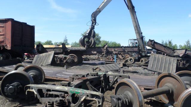 Демонтаж поезда на лом
