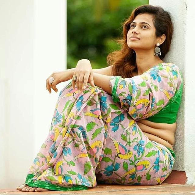[Image: Ramya-Pandiyan-Hot-Photos.jpg]