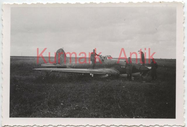 Q377-Foto-Wehrmacht-Russland-Beute-Flugzeug-fighter-plane